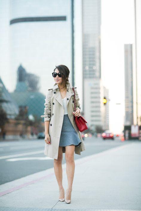Образ короткая юбка с плащем
